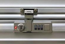 rimowa如何设置密码 CLASSIC FLIGHT密码锁設置方法【图文教程】-日默瓦拉杆箱